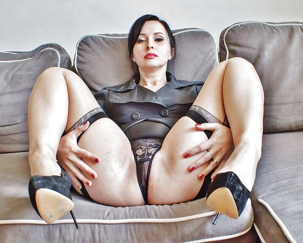 Curvy Milf In Panties