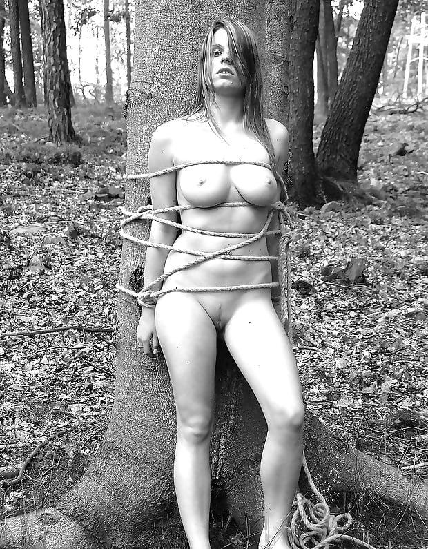 Обнаженных Женщины Привязанные