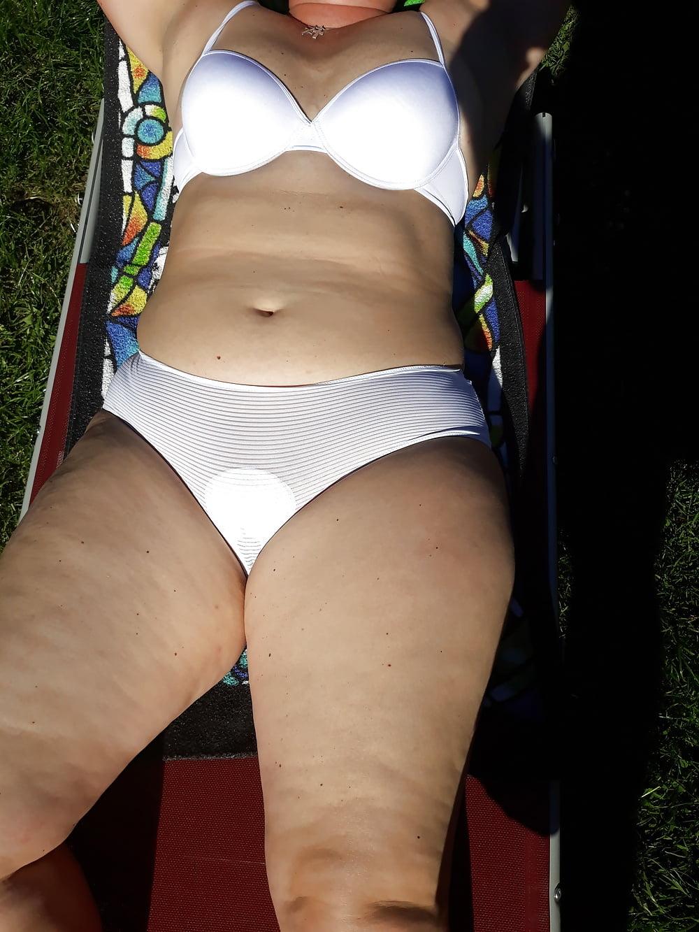 Deutsches Tittenluder bekommt beim Rudelfick Doppeldildo und Besamung