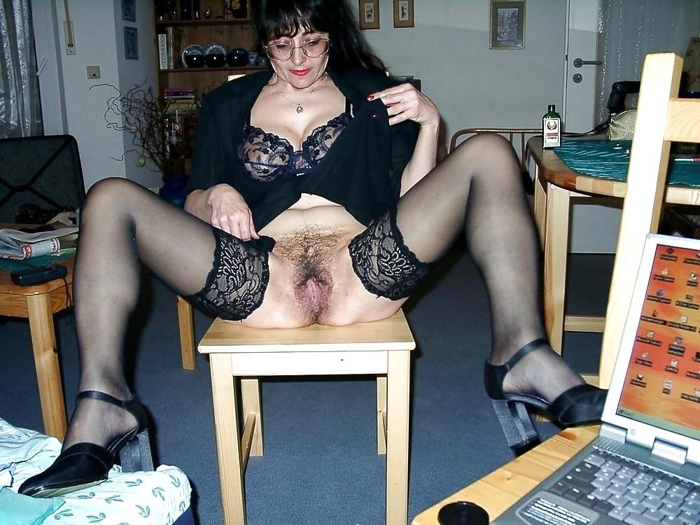 Порно Фото Зрелая Волосатая Мамка В Колготках
