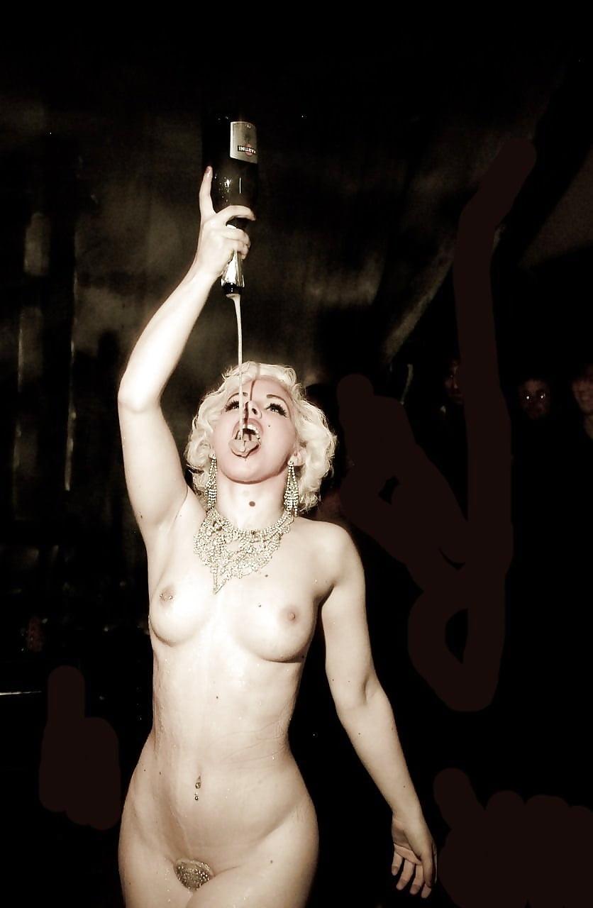 Gaga Nude
