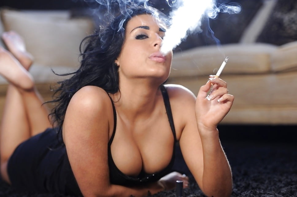 Smoking hot girl gifs that will get you through your working day