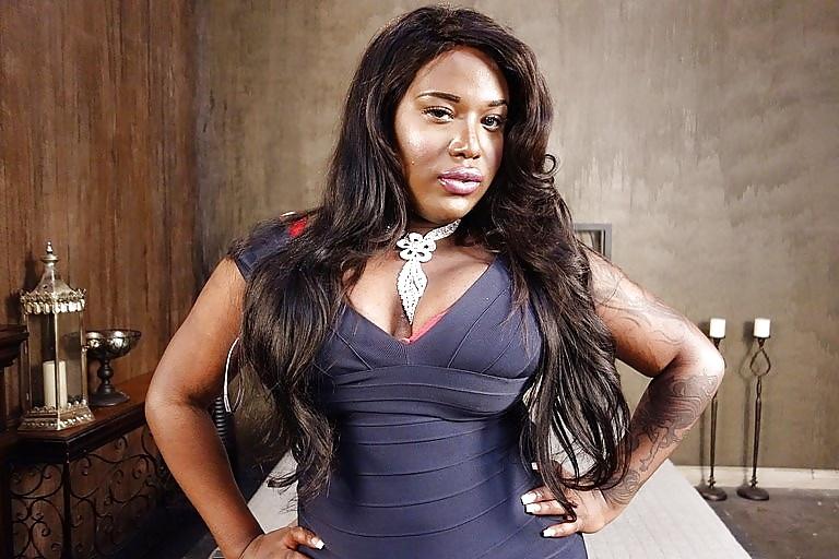 negrityanki-transvestiti-foto-soset-chlen-porno
