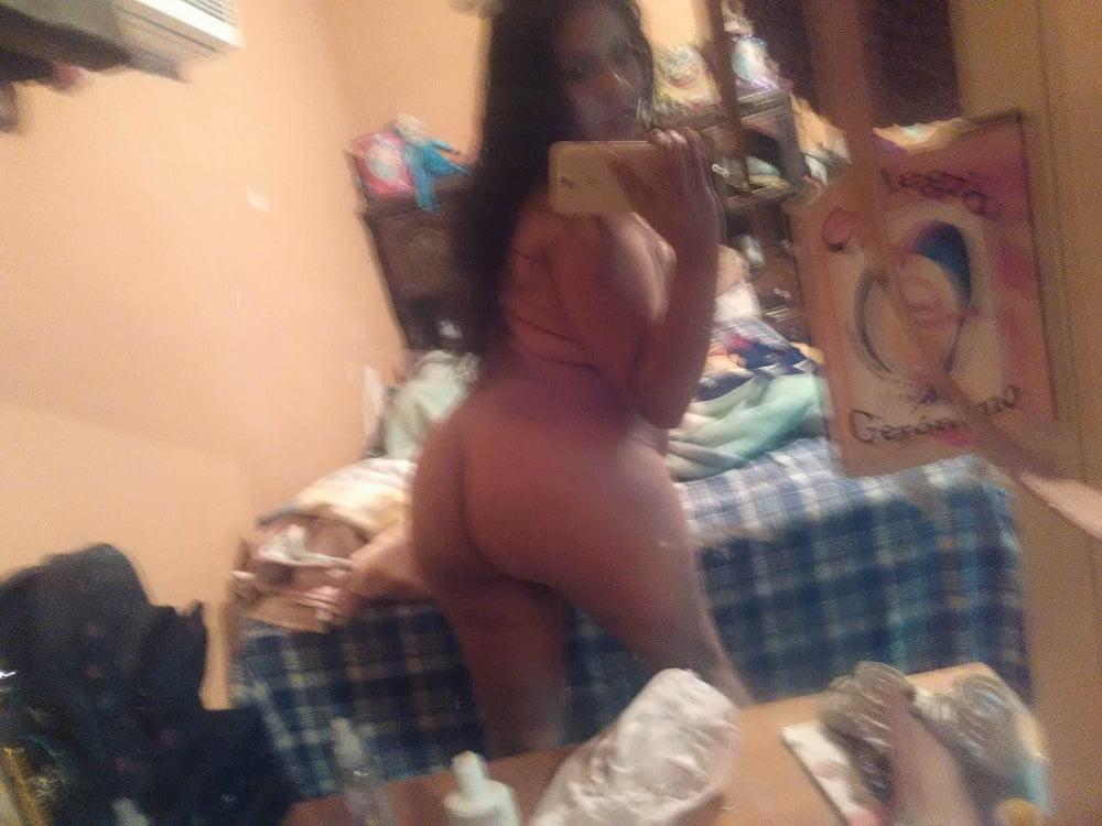 Hermosa gordibuena de cali masturbandose por webcam - 3 part 1