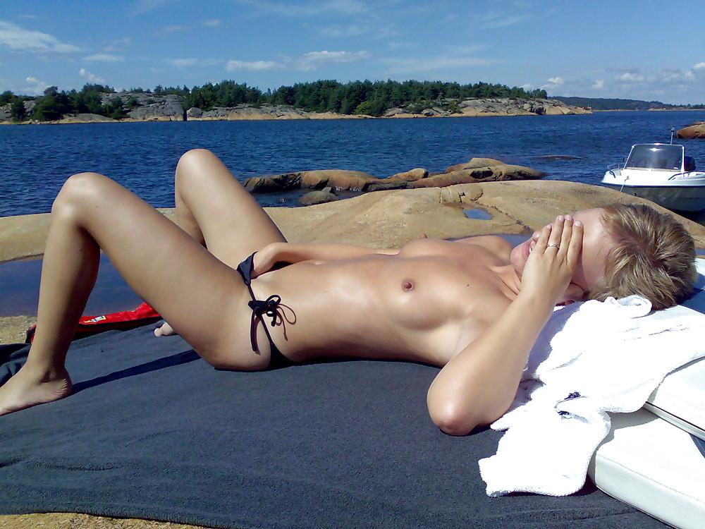 Amature bikini nude sunbathing pussy
