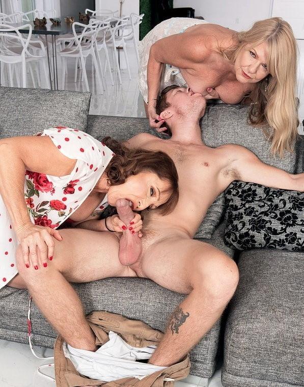 Cougar offre ses mamelles à un jeunot