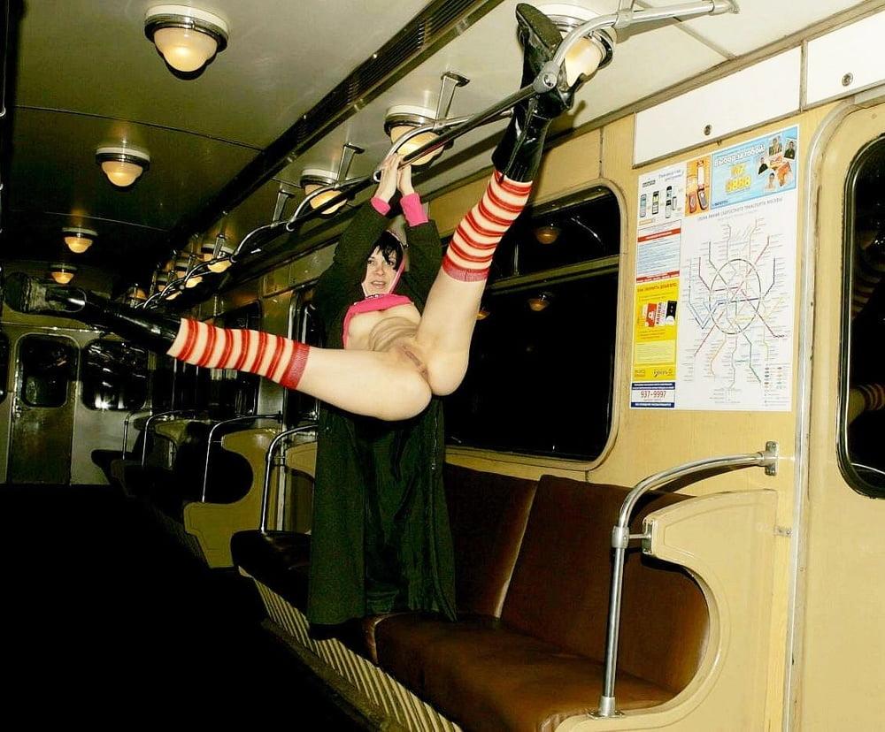 Красотки эротика и секс в метро сам
