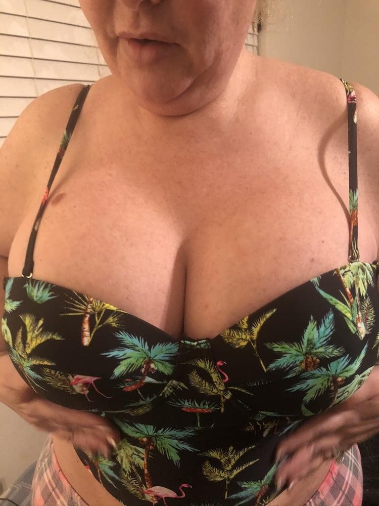 Super Busty MILF in Bikini Shows Off Big Boobs (4) - 27 Pics