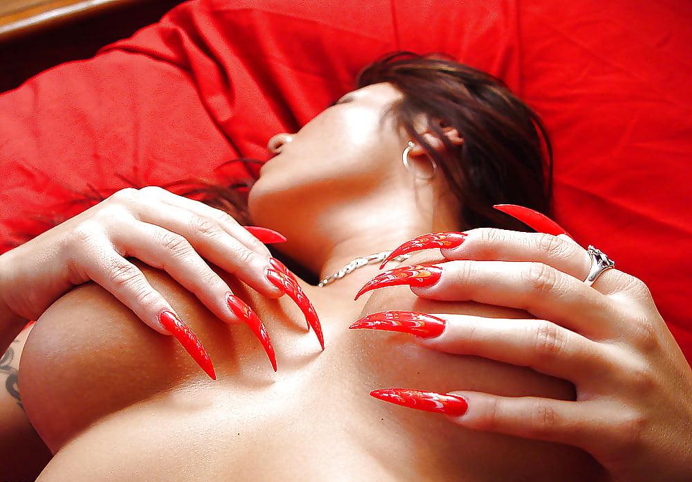 Онлайн секс с красивейшей девушкой с длинными ногтями — photo 9