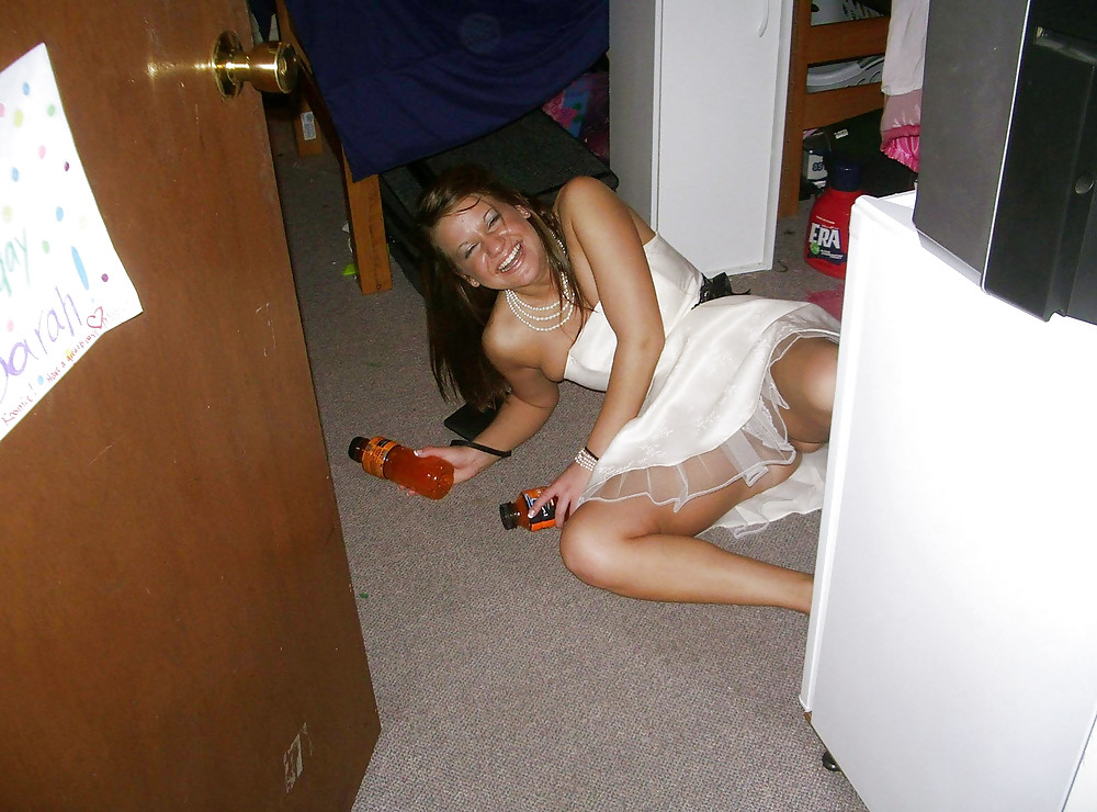 Drunk college girl upskirt — photo 9