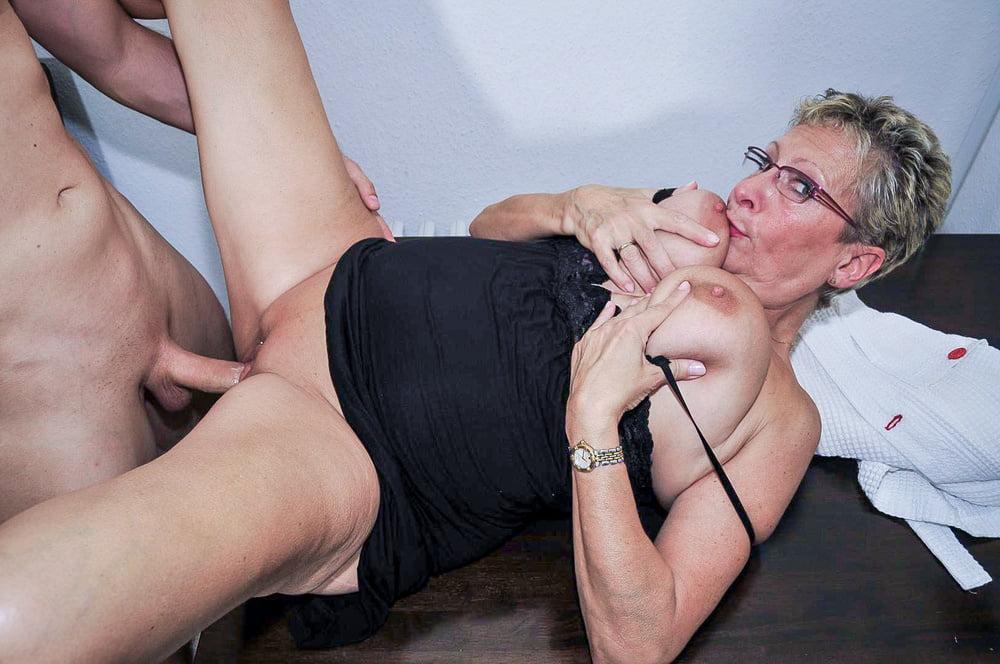 Nymphomanin Schulmaedchen Pisse Lutschen