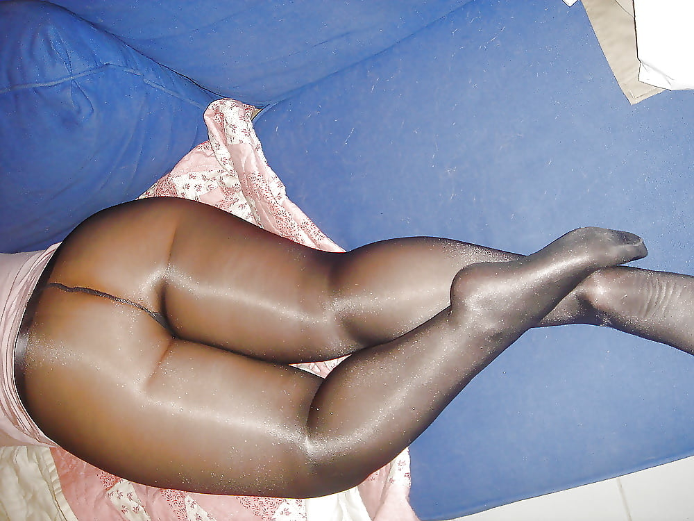 naked-butts-in-pantyhose