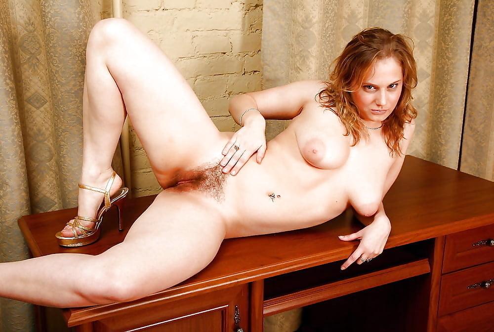 голая жена с волосатой пиздой фото повалил маму
