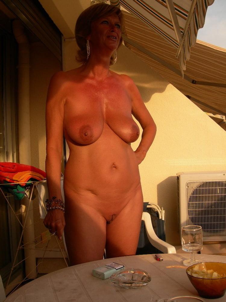 Любительское видео фото голых дам в богатых домах пьяным девушкам