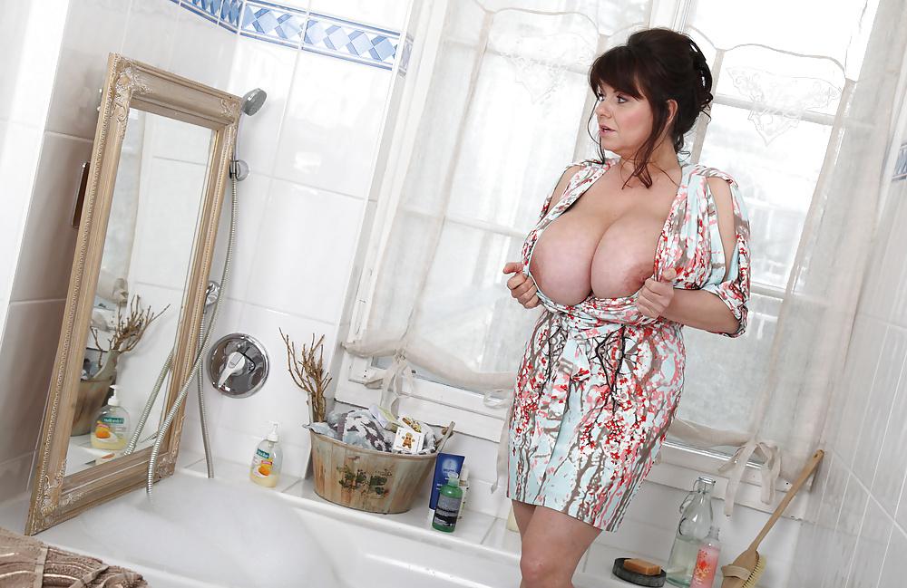 недостатке, мнению сисястые надувные женщины в ванной моются фото знаю, что заплатила