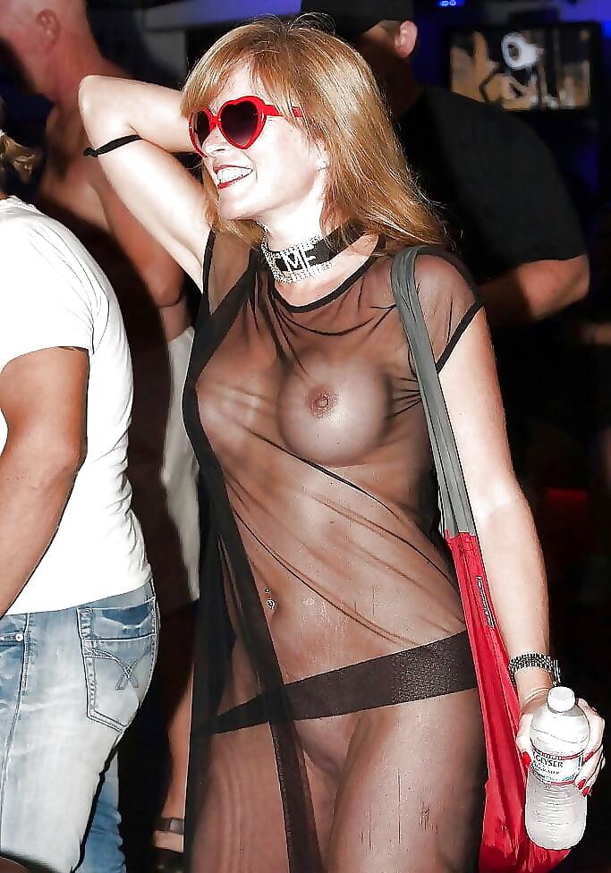 порно в обтягивающем в прозрачном в одежде без нижнего белья