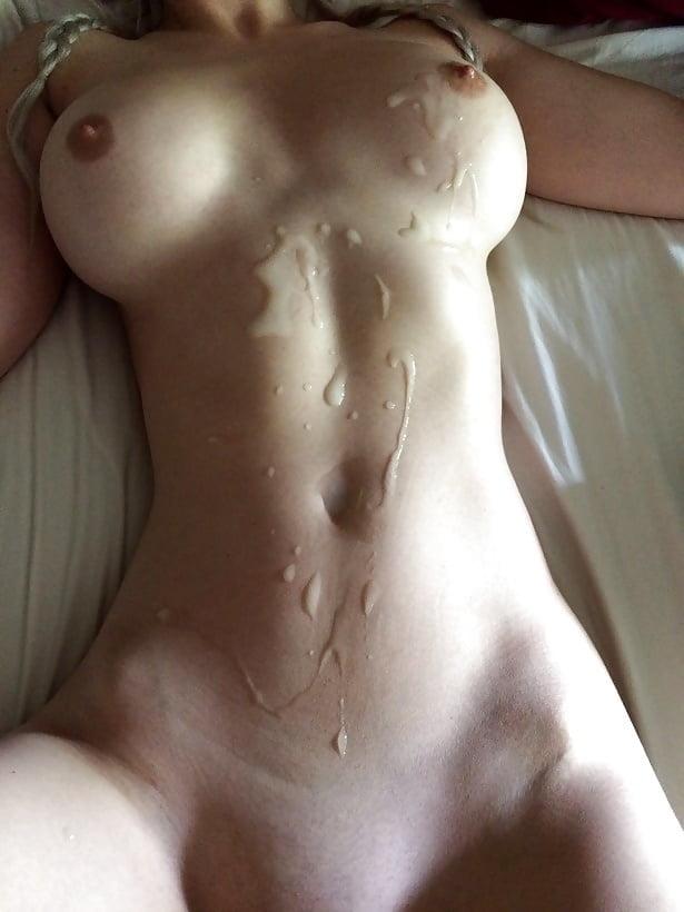 только что теле красивых девушек в сперме фото руками тискает