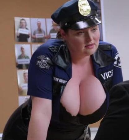 Lauren Ash  nackt