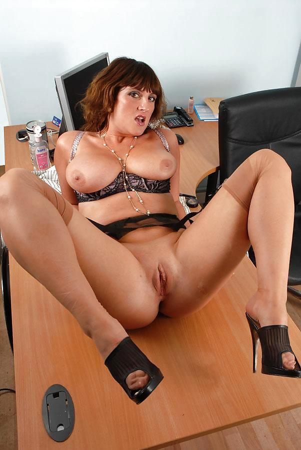 hot-nude-mom-in-office