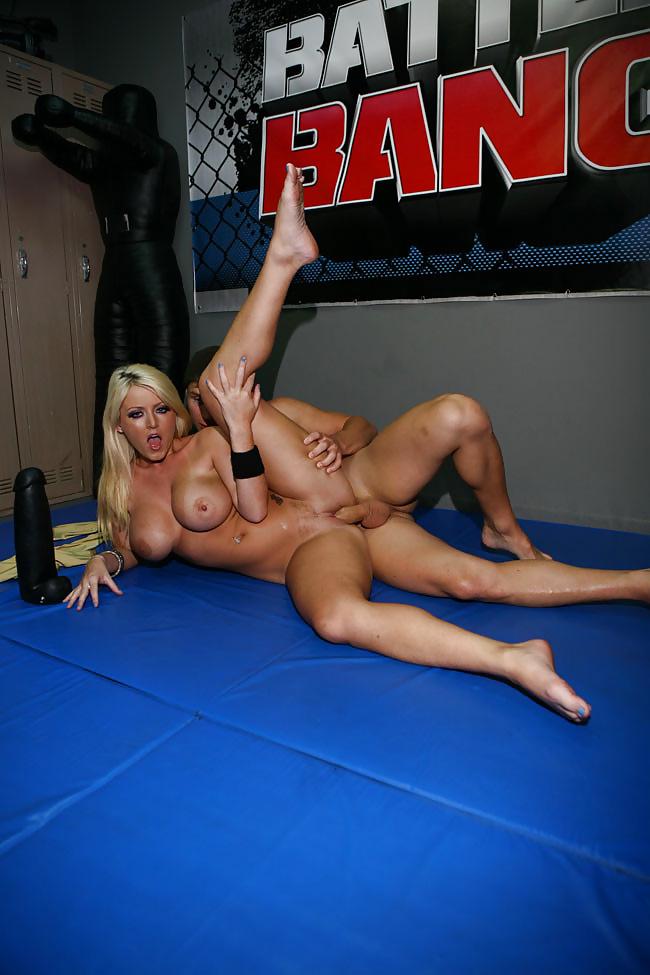 порно с качком на ринге начале