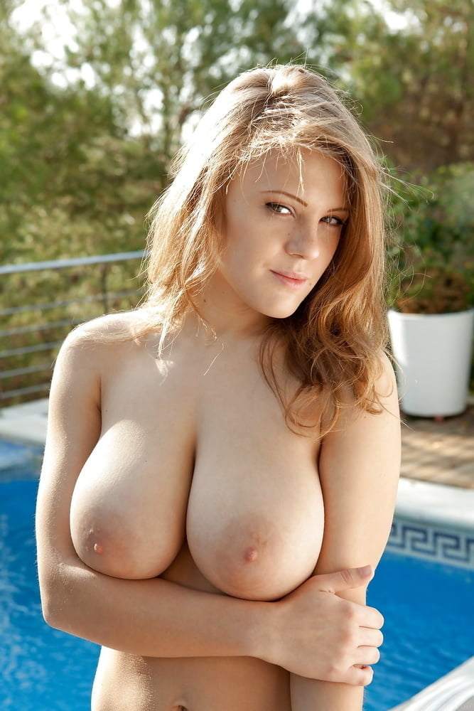 free-busty-naked-blonde