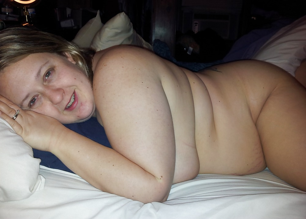 Chubby girls naked in bed — photo 8