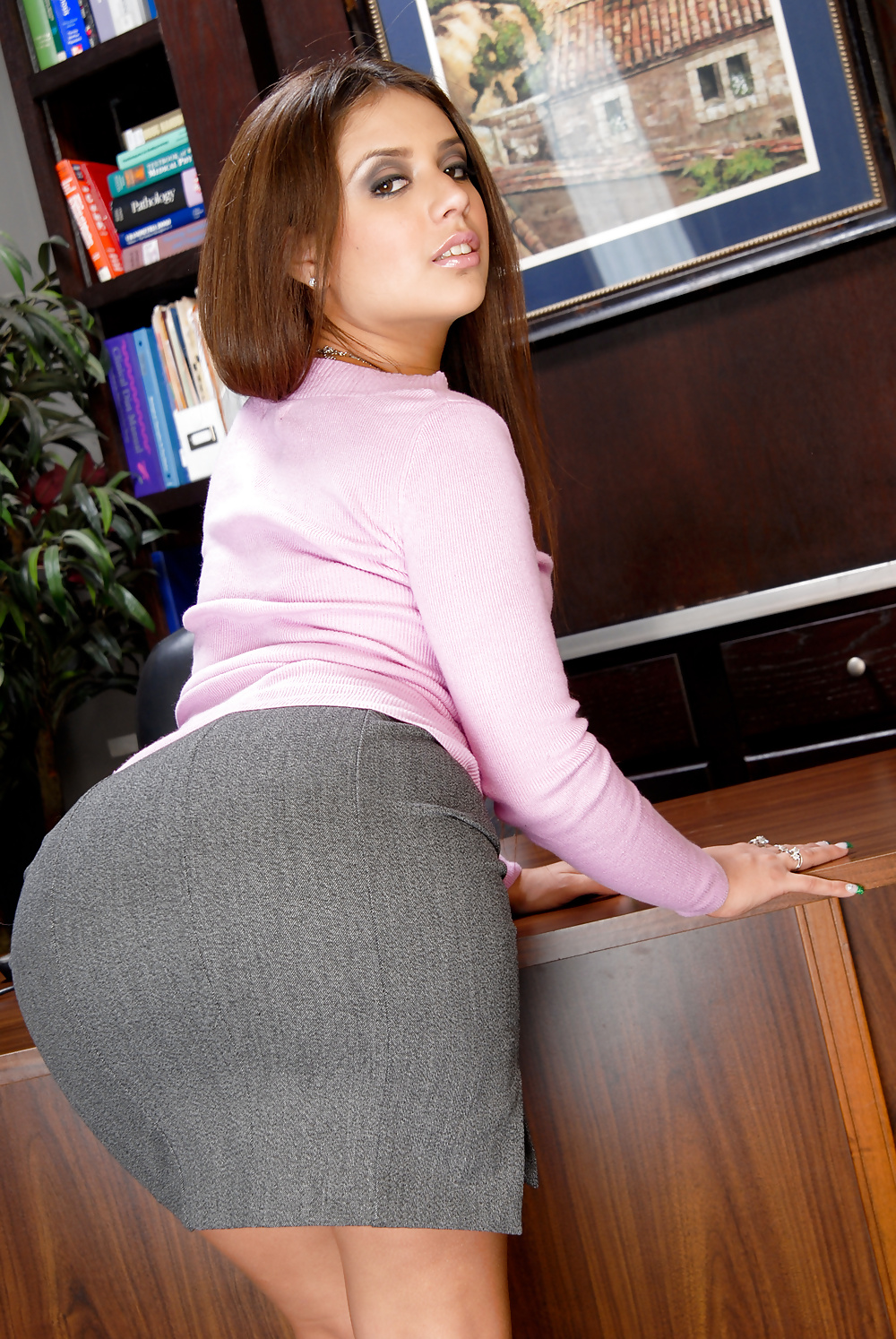 секретарши с круглыми попками толстых баб