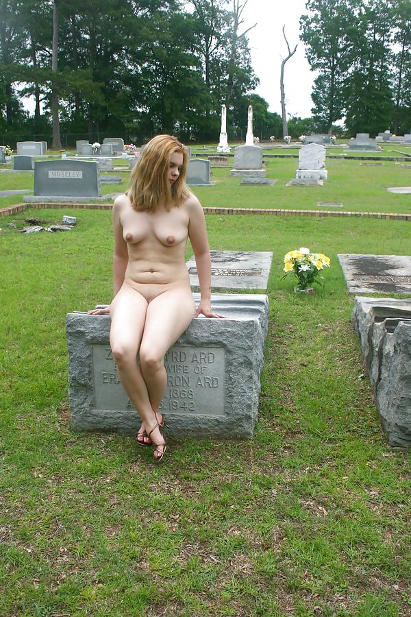 shaved-nude-cemetery-porn-girl-java