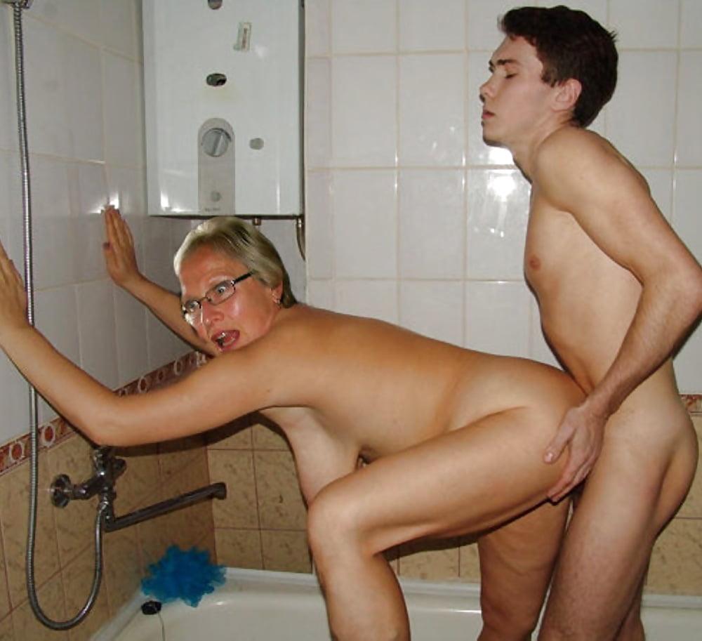 маму миниет, хочу помыться с тетей в бане и трахнуть ее там все