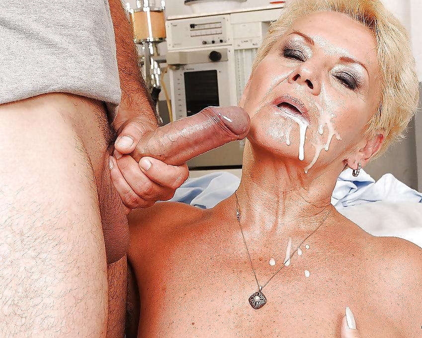 старая тетка глотает сперму - 4