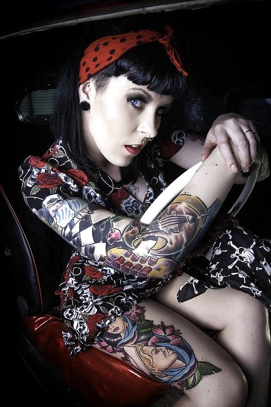 naked-psychobilly-girl