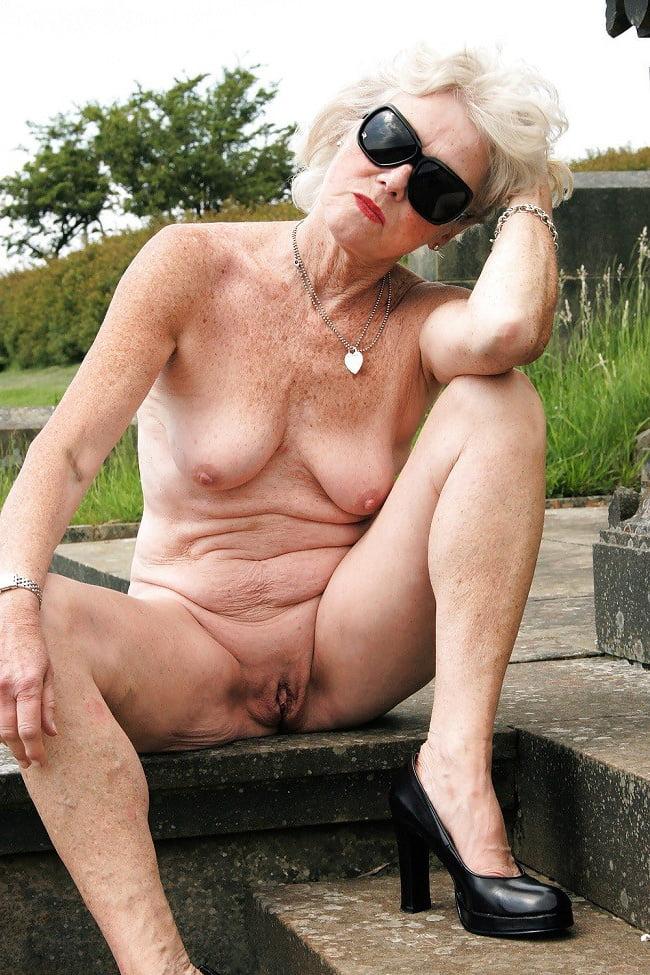 Секс фото пожилые женщины голышом #6