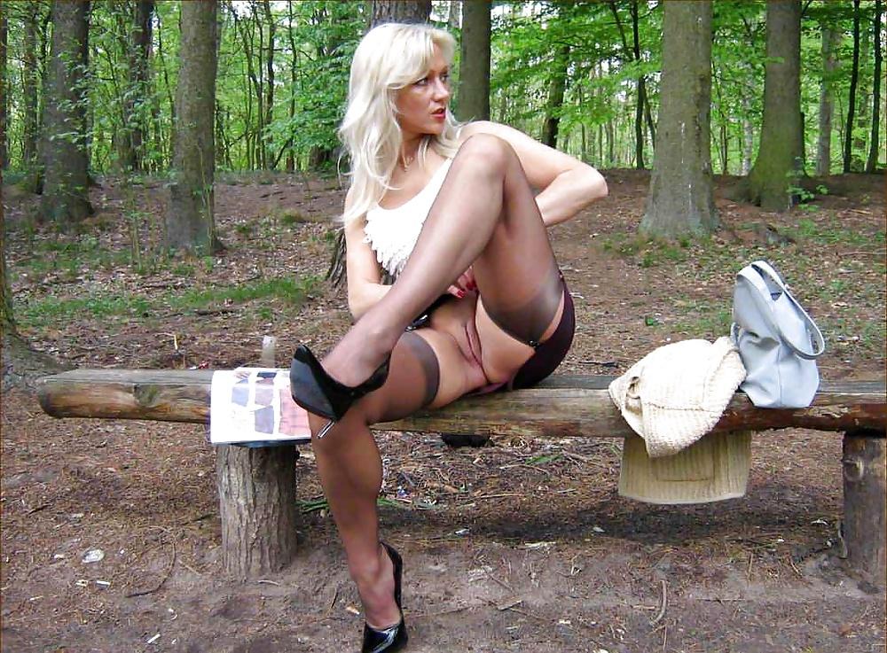 проделки прошмандовок на конном дворе порно фото белоснежном