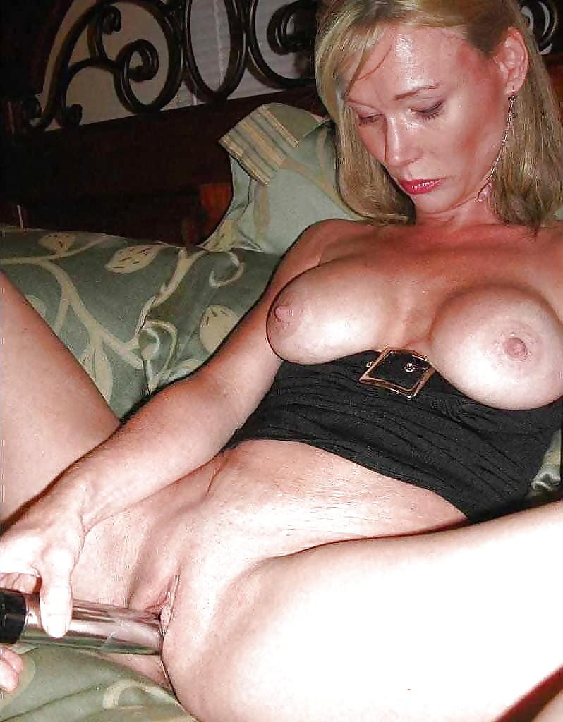 nude-mature-tranies-masterbating