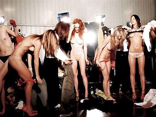 striptiz-na-podiume-porno-hhh-foto-bolshie-nogi