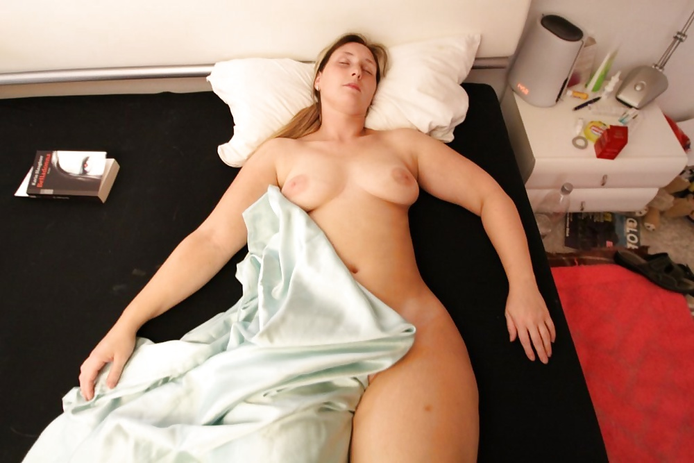 Slender Sarah Slide Out Of Her Soft Robe And Model Xmoviesforyou 1