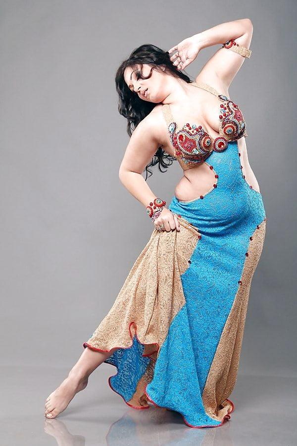 Танец живота зрелой женщины