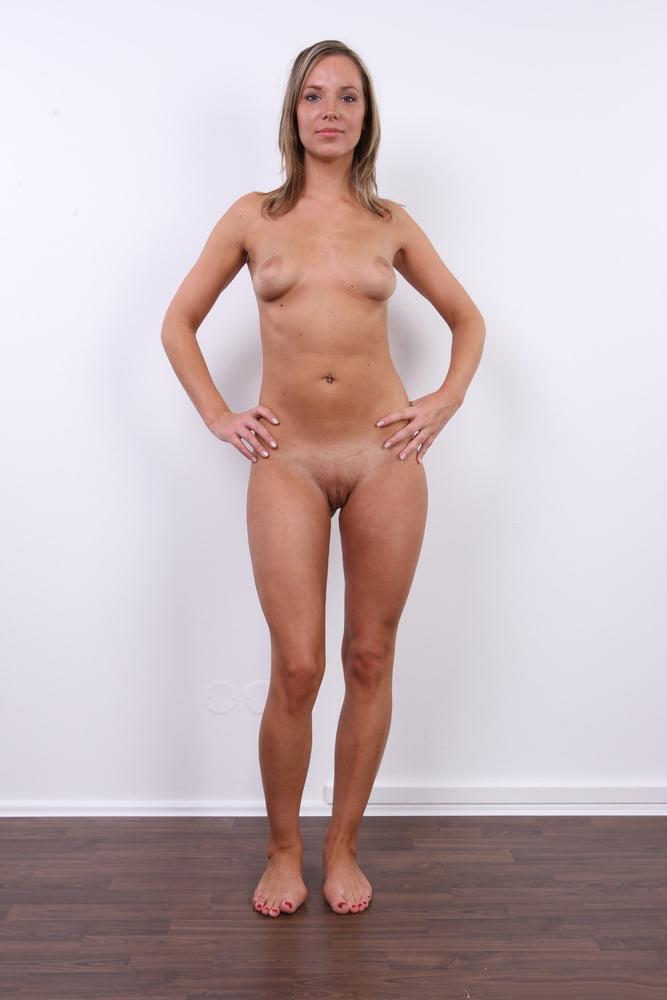 hot-naked-women-standing