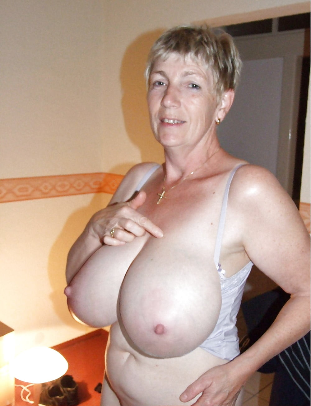 Granny Big Boobs Big Ass Woman Nude Photo