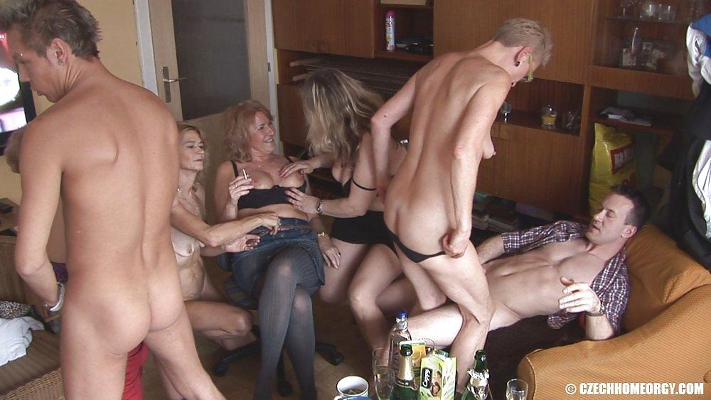 Чешская домашняя оргия старые 7
