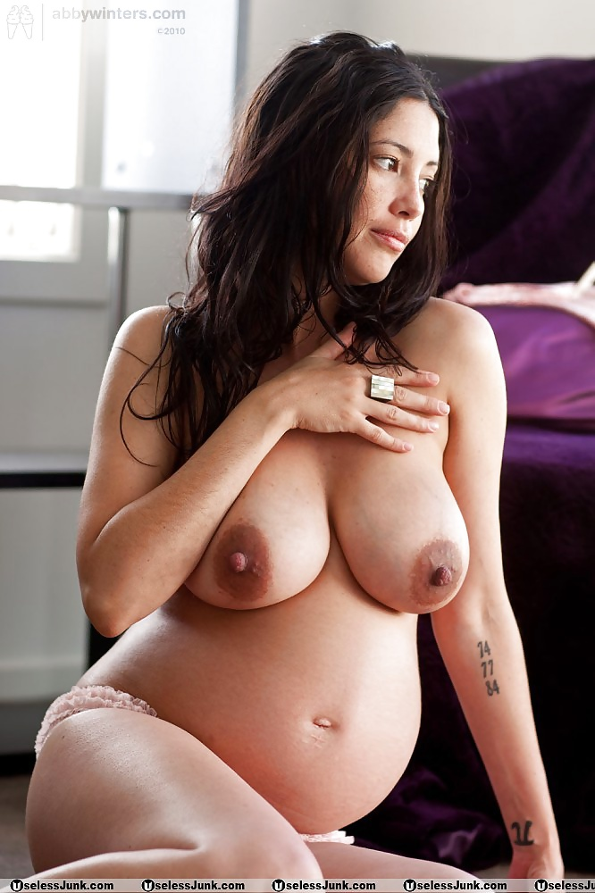 busty-nude-pregnant-babes