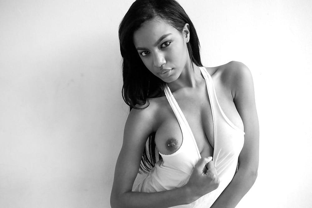 Ebonee Davis  nackt