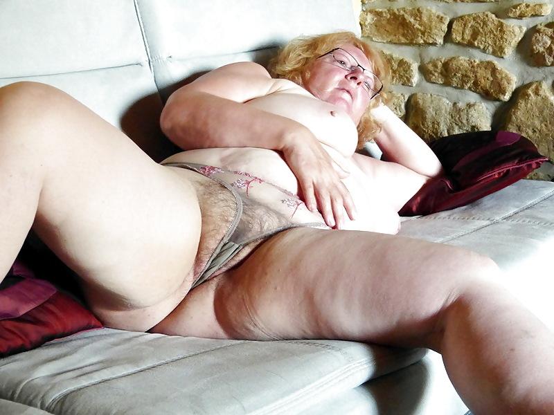 Hure Grossmutter Große Femdom