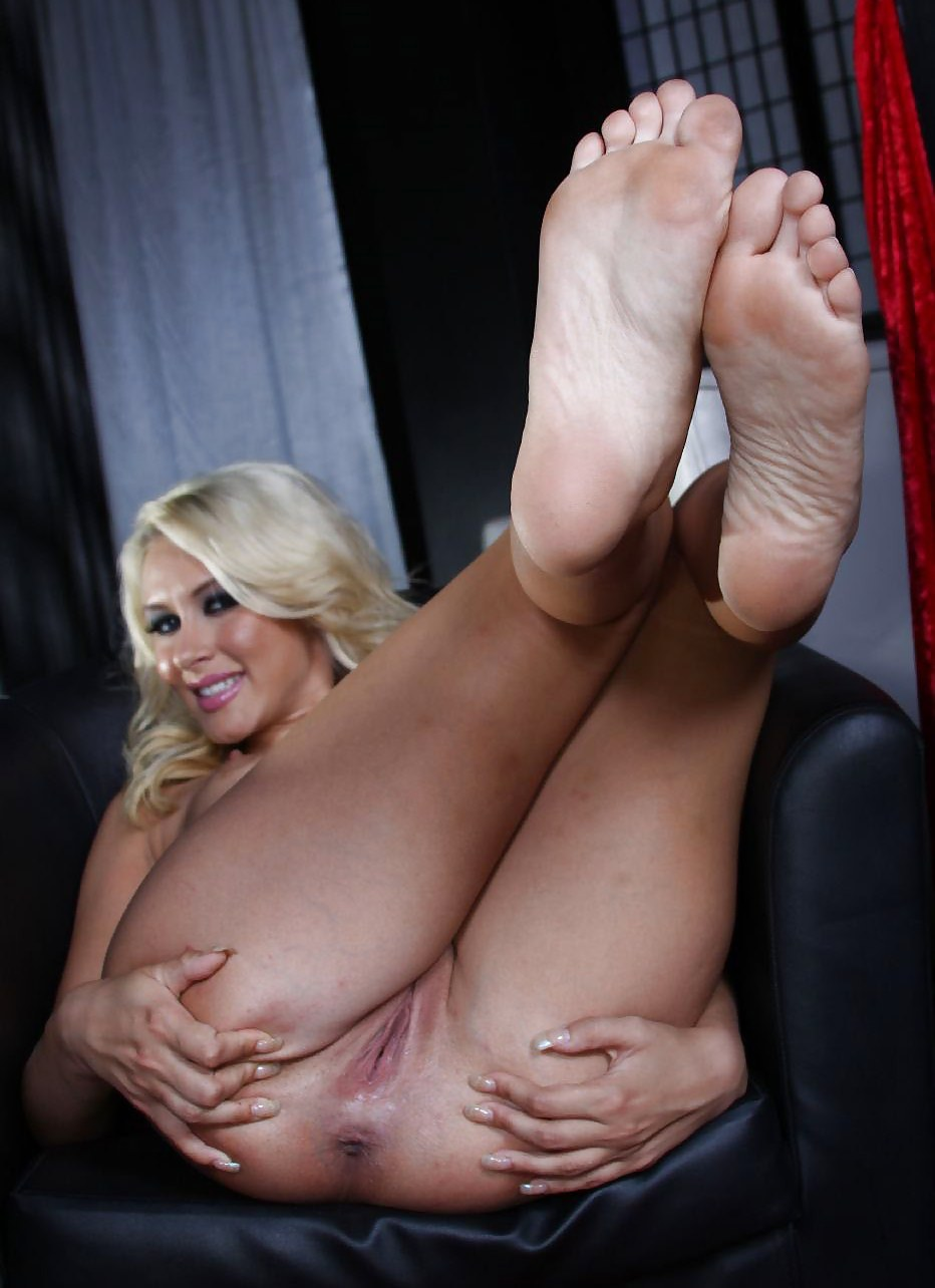 mature-bare-feet-galleries-reality-tv-star-sextape