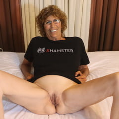 Mature Granny With Dildo