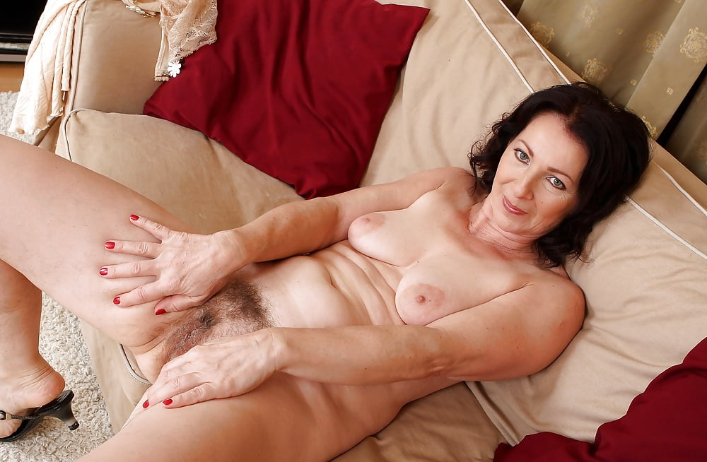 swingers-sex-mature-women-fondles-young-girl