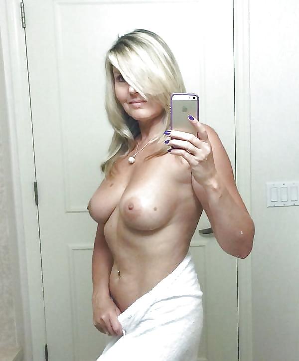 Naked mirror mom
