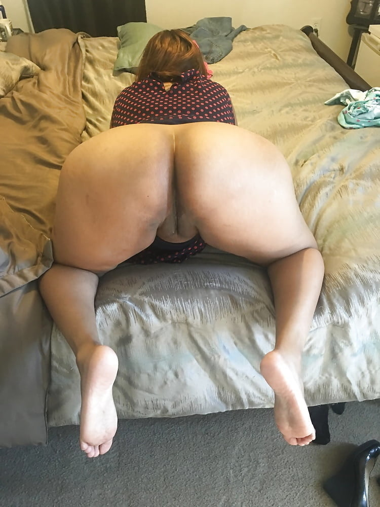 chubby-naked-woman-bending-over