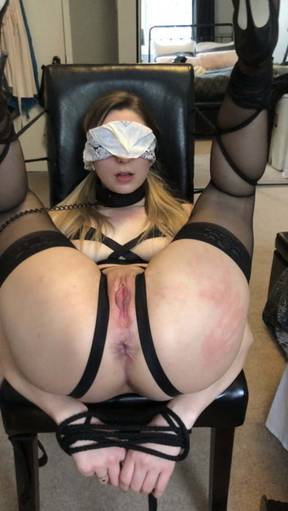 Blindfolded and depending on ... me - 31 Pics