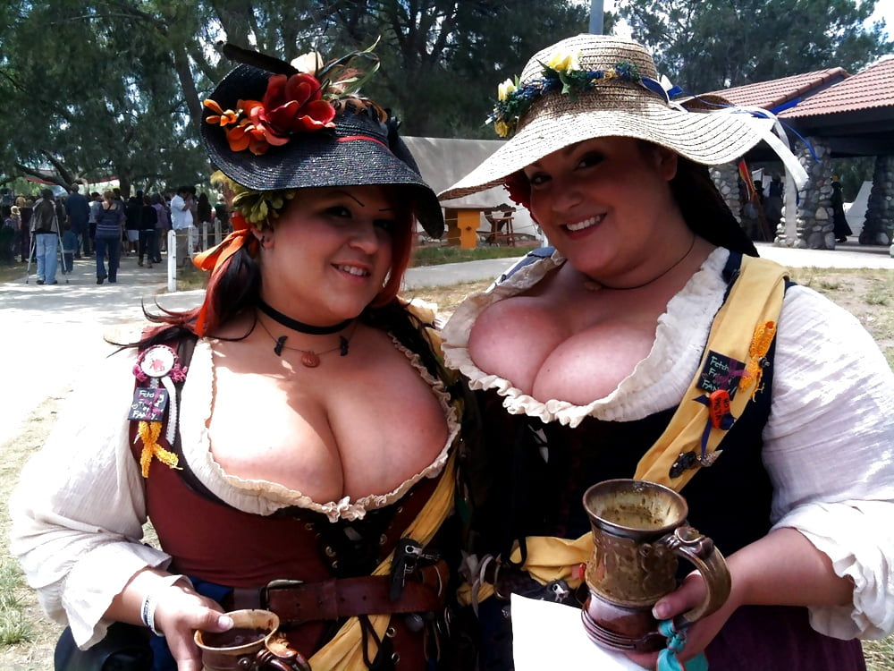 Free pictures of naked women with big tits